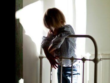 Les enfants maltraités gardent des connexions neuronales altérées - Sciencesetavenir.fr
